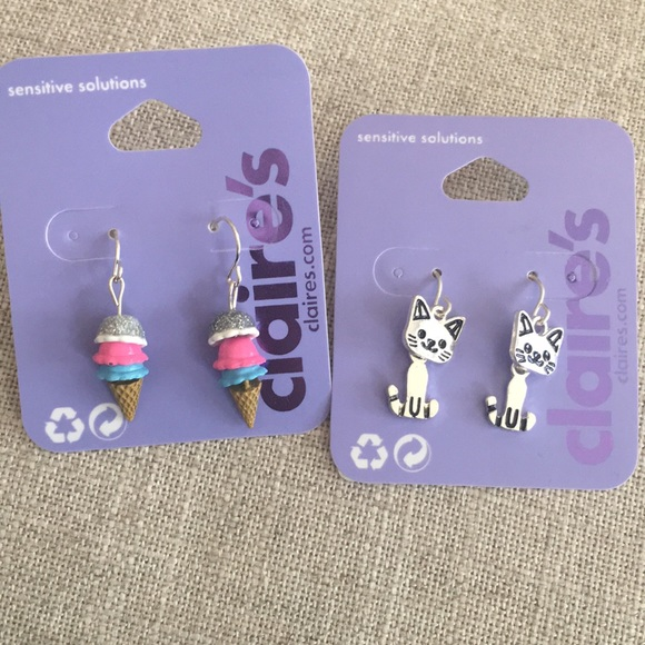 fd8ee790c3196 Claire's girls dangle earrings NWT
